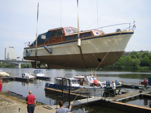 Motorboot Mosel kranen WSV Koblenz Metternich